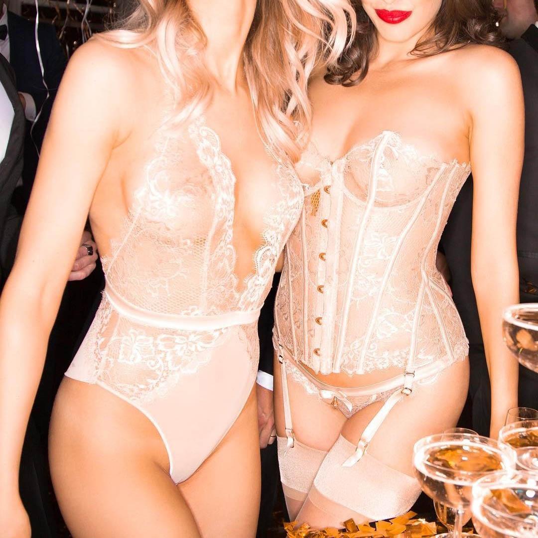 Эскорт модели на элитной вечеринке в Москве